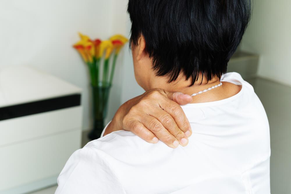 caring for shoulder pain