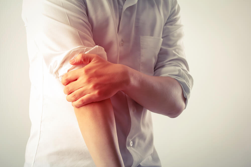 Tips for dealing with pain in the elbow when straightening the arm